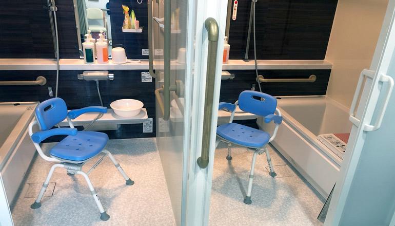 左右対称の入浴訓練設備