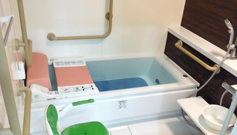 浴室内に手すりを要所要所に設置